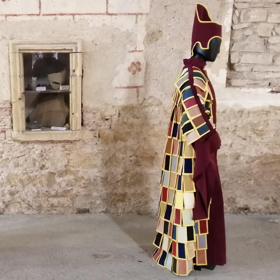 Charlieu plein les yeux: Costumes Fabuleux Du 5 Juin au 18 septembre 2021 Centre Historique de Charlieu